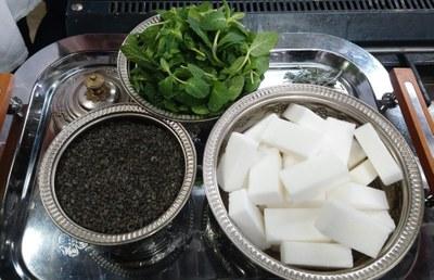Té, hierbabuena y azúcar