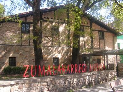 ZM museoa kanpotik udaberria